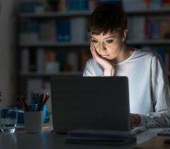 هل يسمح لرب العمل تشغيل العامل ما يشاء من ساعات العمل ؟ عدد ساعات العمل الرسمية