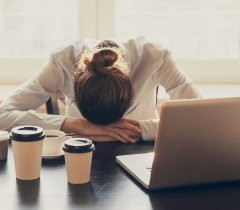 النساء أكثر عرضة للاحتراق النفسي بسبب ضغوط العمل.. كيف تستعيدين نفسك؟