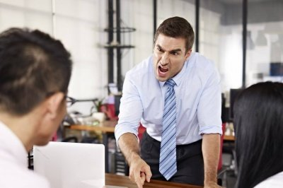 المدير المتسلط والسيئ : كيف نتعامل مع سلوك المدير السيئ