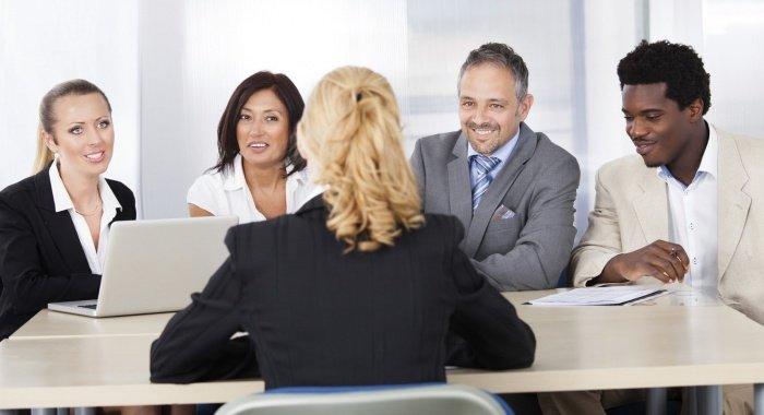 اكثر خمس اسئلة شيوعا في المقابلات (وكيف تجيب عليها مثل الرؤساء)